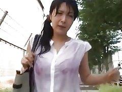 Κορίτσι με Υγρός Μπουζάκι groped στο λεωφορείο